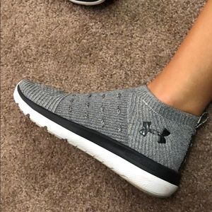 Lace less UA sneakers